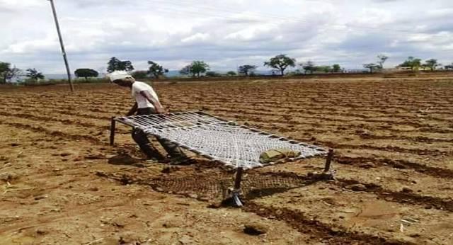 JALGAON FARMER khatiya se jutaai