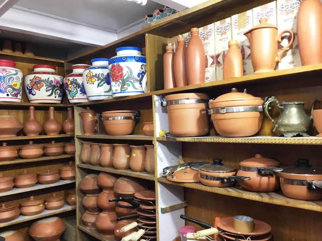 earthen pots for cooking