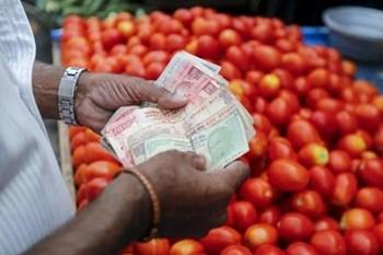 लॉकडाउनः थोक मंडियों में कीमतें सामान्य, खुदरा बाजार में बढ़े भाव