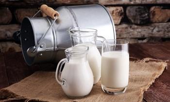 क्या सच में लॉकडाउन में कम पड़ गया है दूध, जानिए सही खब़र