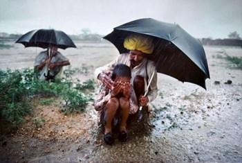 Weather Alert : तूफान की वजह से पूर्वी और मध्य भारत में मूसलाधार बारिश की संभावना, जारी हुआ अलर्ट