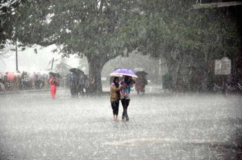 Weather in India: देश के इन भागों में मध्यम से भारी बारिश की संभावना !