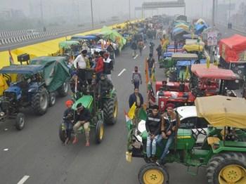 किसानों की ट्रैक्टर परेड को पुलिस की मंजूरी, दिल्ली बोर्डर पर राजपथ जैसा होगा नजारा